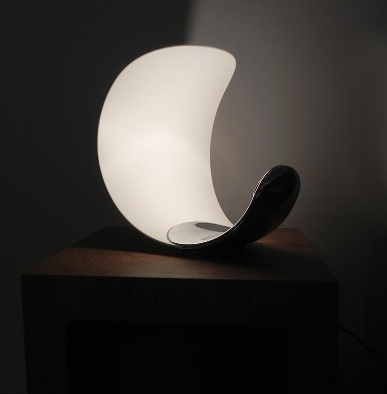 Luceplan curl luceplan lampada da tavolo a led for Lampade per comodini moderne