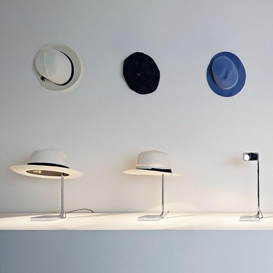 Flos chapo flos lampada con cappello di philippe starck for Lampada da tavolo design flos